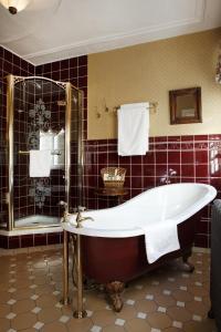 A bathroom at Hotel Goldener Anker