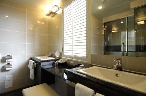 A bathroom at Grand Prince Hotel Shin Takanawa