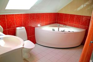A bathroom at Rivaal Guesthouse-Cafe