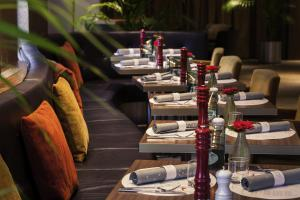 A restaurant or other place to eat at Mercure Hotel Groningen Martiniplaza