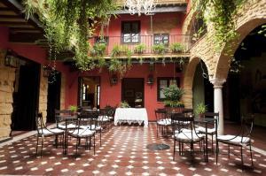 Un restaurante o sitio para comer en La Casona de Calderón Gastronomic & Boutique Hotel