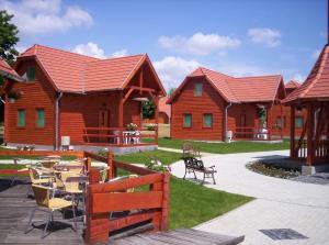 A restaurant or other place to eat at Aquatherma Termálfalu és Kemping