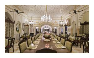 A restaurant or other place to eat at Nahargarh Ranthambhore