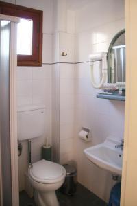 A bathroom at Κastro Ηotel