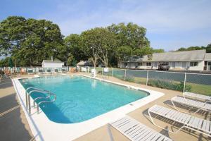 The swimming pool at or close to Skaket Beach Motel