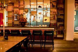 Salon ou bar de l'établissement Vesper Hotel