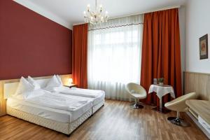Ένα ή περισσότερα κρεβάτια σε δωμάτιο στο Hotel Pension Baronesse