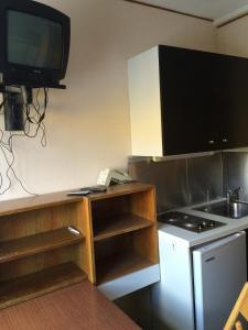 Una televisión o centro de entretenimiento en Appartamento Alpe di Siusi