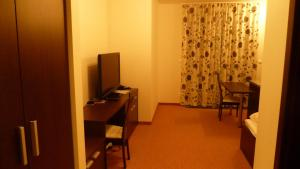 A television and/or entertainment center at Apartman Panorama 329