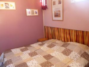 A bed or beds in a room at Les Bastides du Cap