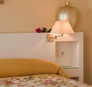 A bed or beds in a room at Hotel Puerta Gamboa