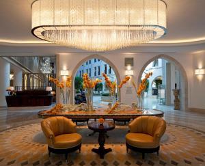The lounge or bar area at Waldorf Astoria Jerusalem