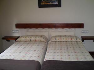 A bed or beds in a room at Hotel L'Ablana
