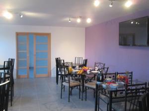 A restaurant or other place to eat at La Ferme de la Petite Noé