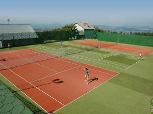 Tenis lub squash w obiekcie Rancho Tenisowe lub w pobliżu