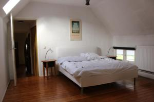 A bed or beds in a room at Vakwerkvakantiehuis Eckelmus