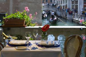 Ein Restaurant oder anderes Speiselokal in der Unterkunft Hotel Bonvecchiati