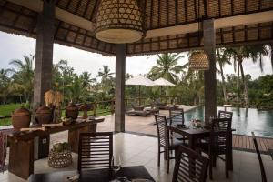 A restaurant or other place to eat at Manyi Village Ubud