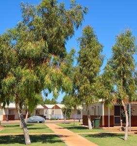 Бассейн в NYFL Karratha Village Workforce Accommodation или поблизости