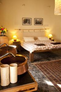 Een bed of bedden in een kamer bij 3 Rooms by Pauline