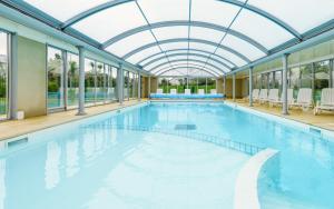 The swimming pool at or near Lagrange Vacances Le Hameau De Peemor Pen