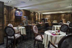Restaurant ou autre lieu de restauration dans l'établissement Opera House Hotel