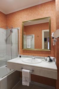 A bathroom at Las Casas de los Mercaderes