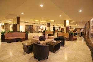 O saguão ou recepção de Towlan Hotel Suites 1