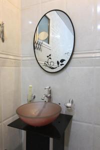 Um banheiro em Towlan Hotel Suites 1