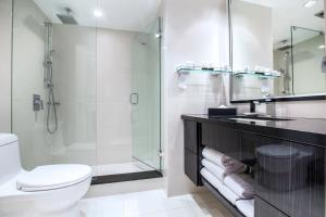 A bathroom at Granville Island Hotel