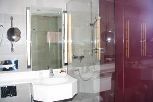 A bathroom at Hotel zum Adler - Superior