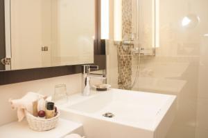 A bathroom at Hotel Haus Berlin