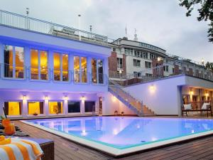 The swimming pool at or close to INSELHOTEL Potsdam