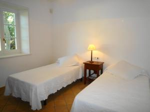 A bed or beds in a room at Casa Sabarraca