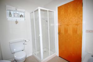 Un baño de Portrush Seaview Apartments