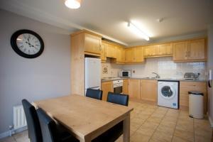 Una cocina o zona de cocina en Portrush Seaview Apartments