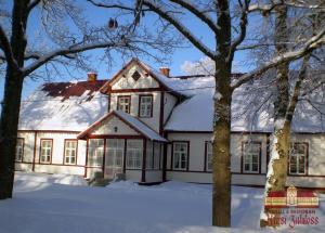 Kursi Hunting Manor talvel