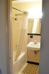 A bathroom at Scottish Inns Potsdam