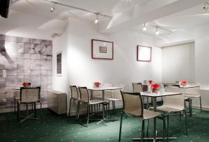 Un restaurante o sitio para comer en Hotel Zaragoza Plaza