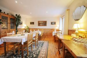 A restaurant or other place to eat at Lough Dan House