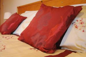 A bed or beds in a room at Lough Dan House