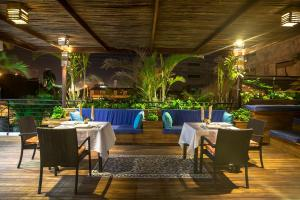 A restaurant or other place to eat at Hotel Boutique Casa Carolina