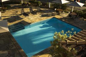 Uma vista da piscina em Pousada Corsario Buzios ou nos arredores