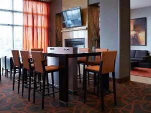 A restaurant or other place to eat at Residence Inn by Marriott Montreal Airport
