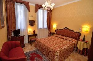A bed or beds in a room at Hotel Da Bruno
