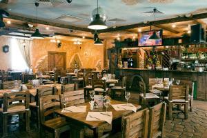 Ресторан / где поесть в Загородный клуб Белая Лошадь
