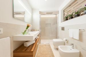 A bathroom at Verona Suites
