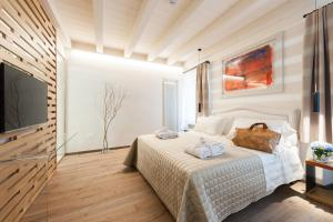 A bed or beds in a room at Verona Suites