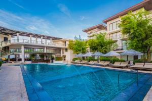 The swimming pool at or close to Discovery Shores Boracay