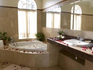 A bathroom at House of Waine